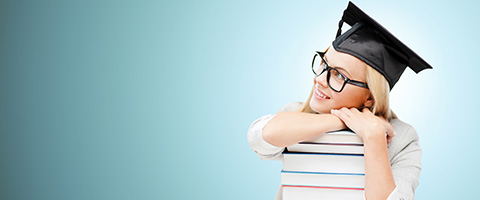 UNINE_cursus.jpg (happy student in mortar board cap with books)